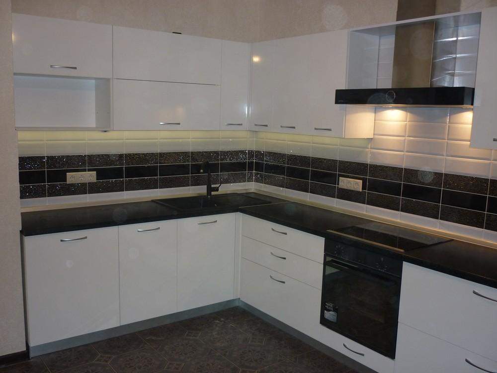 Белый кухонный гарнитур-Кухня МДФ в ПВХ «Модель 304»-фото1