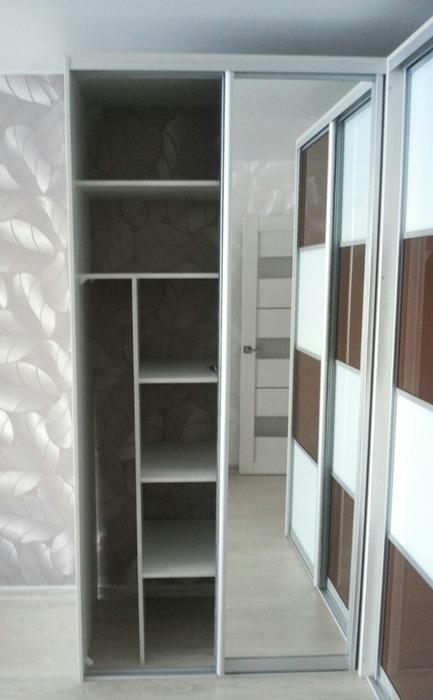 Встроенные шкафы-купе-Шкаф-купе с зеркалом «Модель 62»-фото3